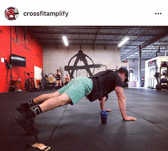🎙The choices of today create the results of tomorrow. ⁣ ⁣ 🇺🇸 Remember and Honor those who have fallen to protect our freedom today with my fit family @crossfitamplify @mviall33