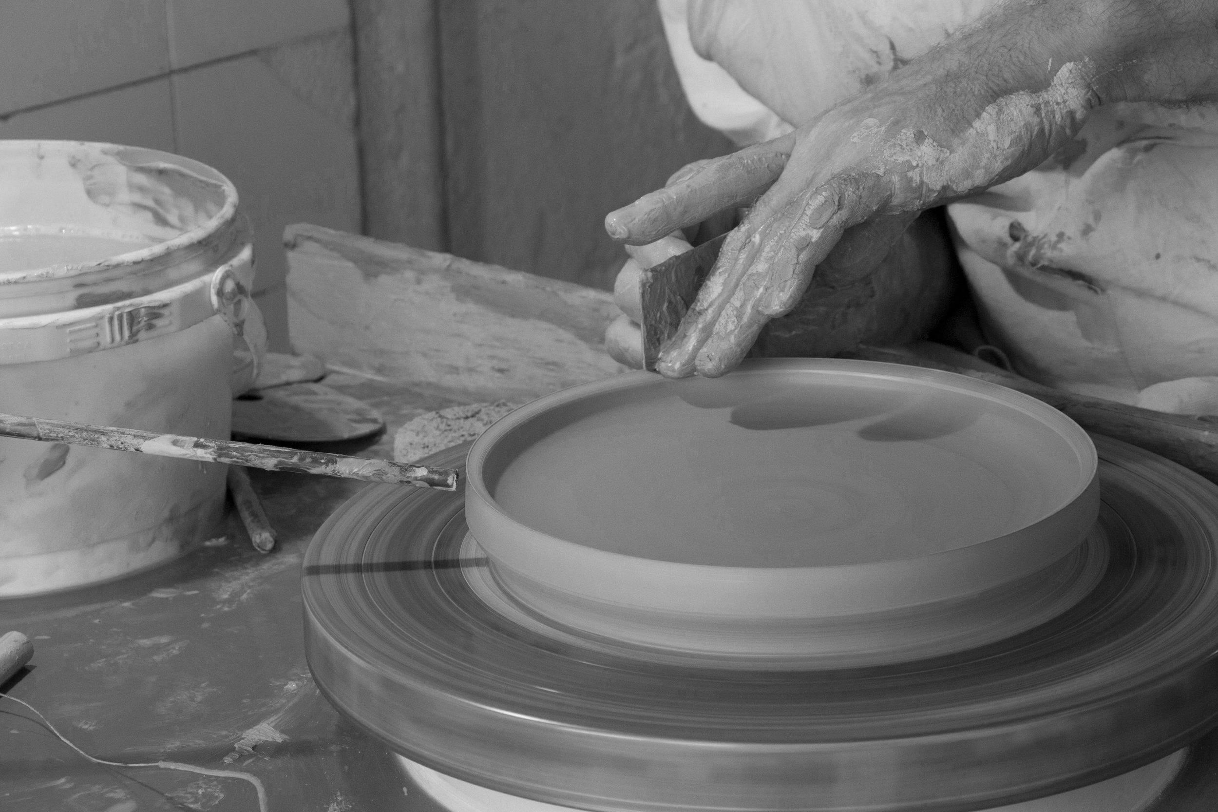 munoz-josefina-design-paysages-desertiques-ceramics-tray-tableware-9.jpg