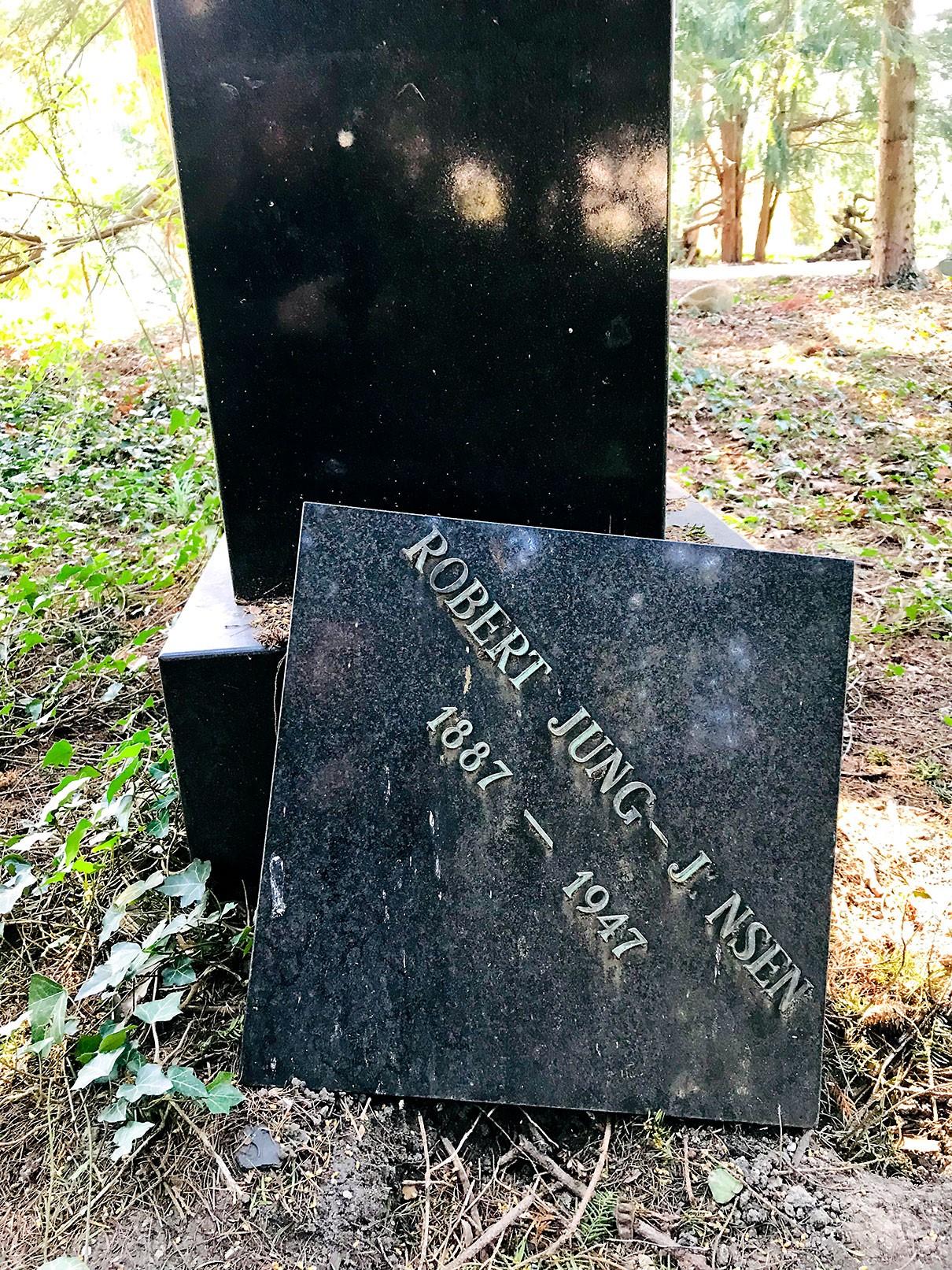 Robert Johnsons nye hvilested på Assistens Kirkegaard i København.