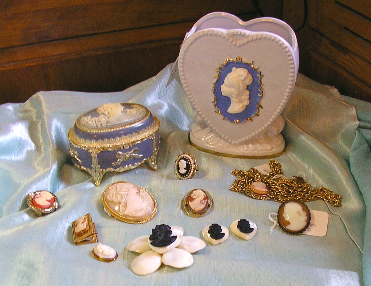 Cameo pendants, brooches, and collectible cameo items