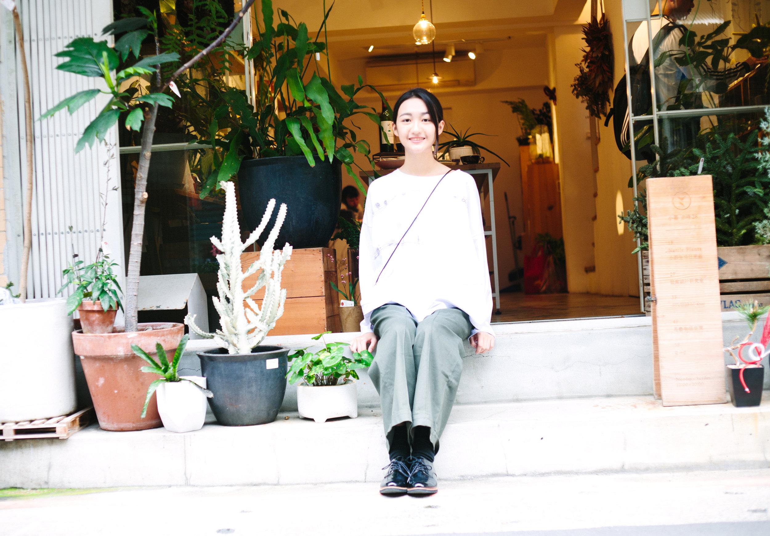 衣著 | a la sha+a 躍動小符號繡花寬版棉T & a la sha+a 創意剪接反摺褲