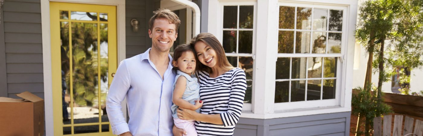 SHOULD YOU BUY BEFORE YOU SELL? - Should you buy your new home before selling your home? Discover the pros and cons of both situations to determine what is best for you and your family.