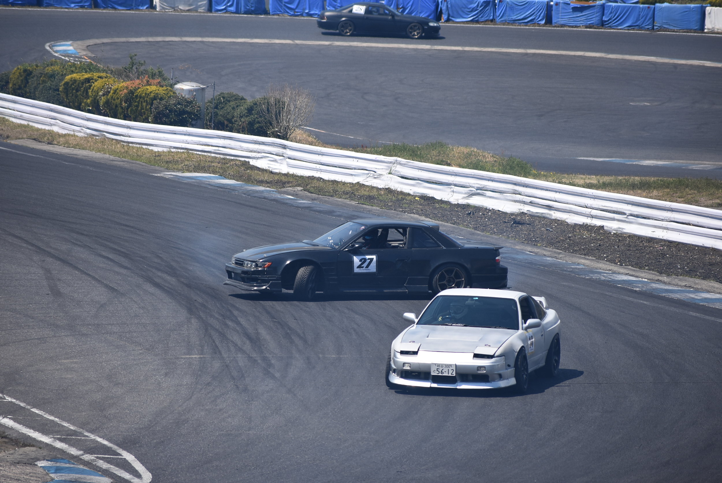 He was on a fast grip cool-down lap, and I knew I wouldn't catch him, so I tossed it in behind him. Luckily Andy caught the picture. Grip vs Drift line; it's pretty funny to see the difference.
