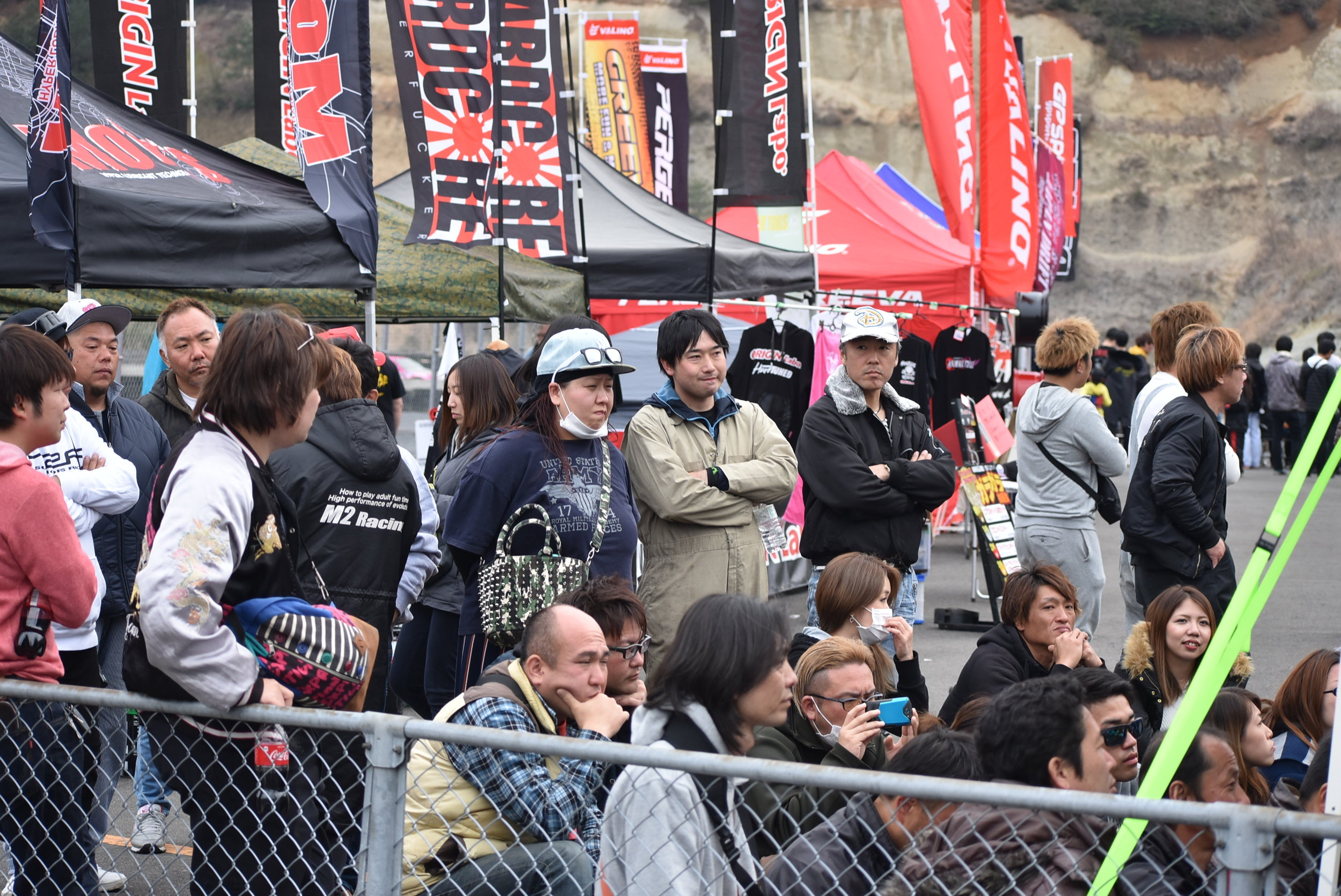 The crowds formed around the Live TV stream! The conversations stopped. It got extremely quiet, it was quite eery. This was the first battle of the BM CUP!