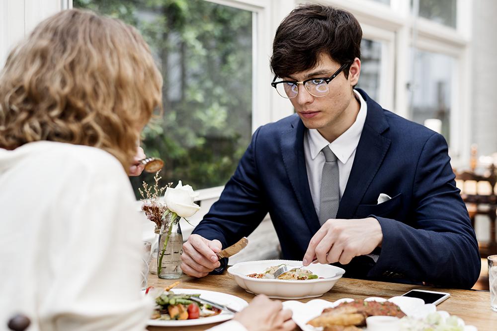 business-couple-having-dinner-together-PVTNP62.png