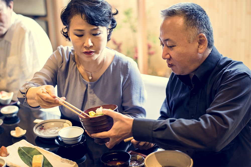 japanese-family-dining-together-with-happiness-PH8U4EB.png