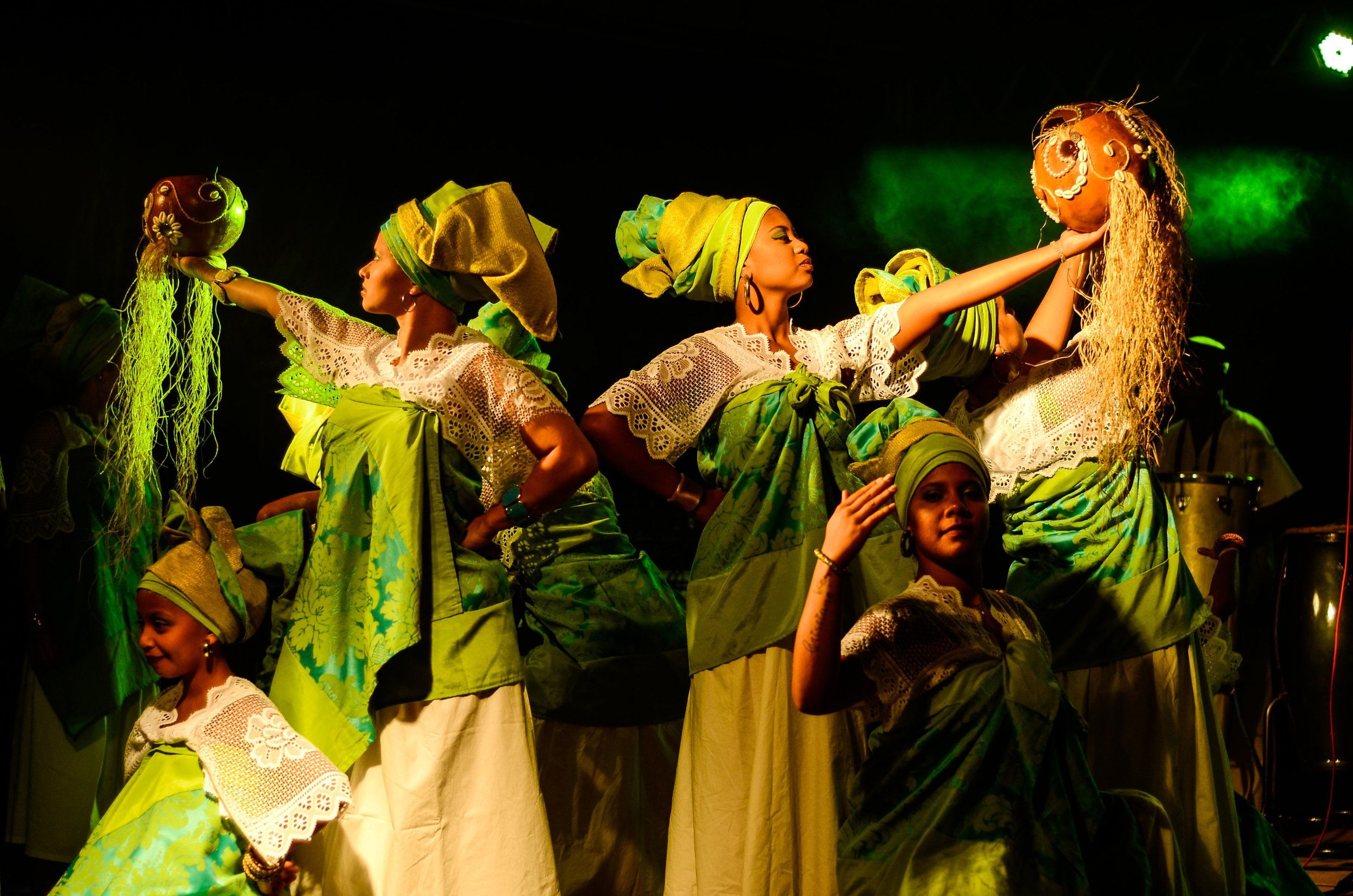 costumes-dance-dancers-1405814.jpg