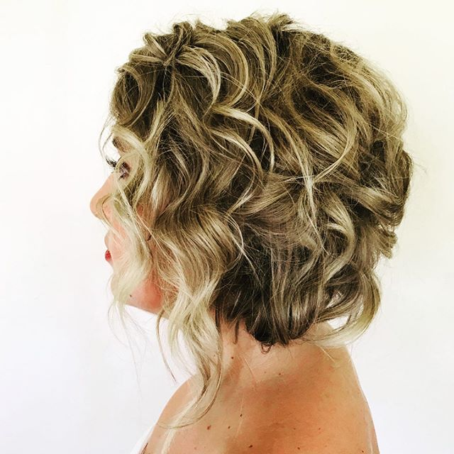 Faux bob FTW. ✨✨ • • • #updo #hottoolscurlbar #kevinmurphy #upstyles #mnwedding #mnhairstylist #wibride #mnswrmagazine #mnbridemagazine #wibridemagazine #hairstyles #glamsquad #glam #bridesmaidhair #bridalparty