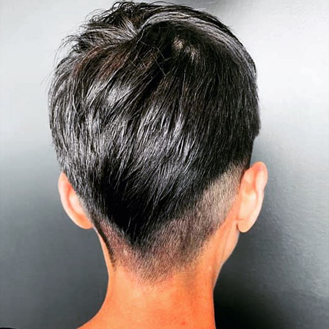 Edgy. ✨ • • • #shorthair #shorthaircut #haircut #edgyhairstyles #bebold #kevinmurphy