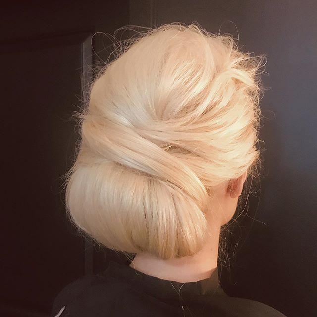 Classic with texture ♥️ • • • #classicbun #classy #mnbride #wibridemagazine #mnbridemagazine #bridalhair #bride #hairstyles #updo #emilywoodstromhair
