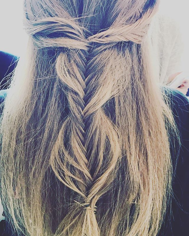 See the beauty is simple things. ✨ • • #braids #bohostyle #hairstyles #texture #emilywoodstromhair #style #trends