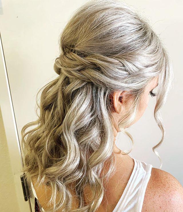 Soft swept with a boho feel. ✨ • • • #bridesmaids #mnwedding #mnstylist #bohostyle #simplestyle #updo #bridalparty #hairgoals #blondebombshell #emilywoodstromhair