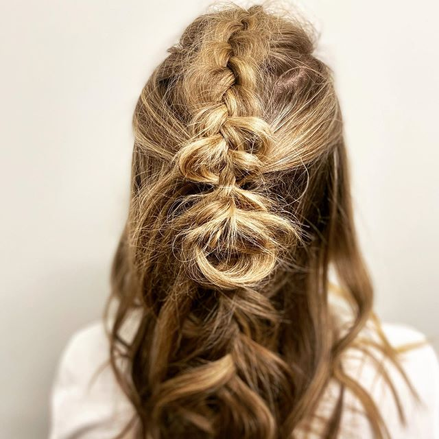 Textured braids for an unpolished look. Add a cute hair tie for an accessory and you've got yourself a perfect fall look. 👌🏻 #braids #virtuelabs #emilywoodstromhair #braidsfordays #styles #hairsytles
