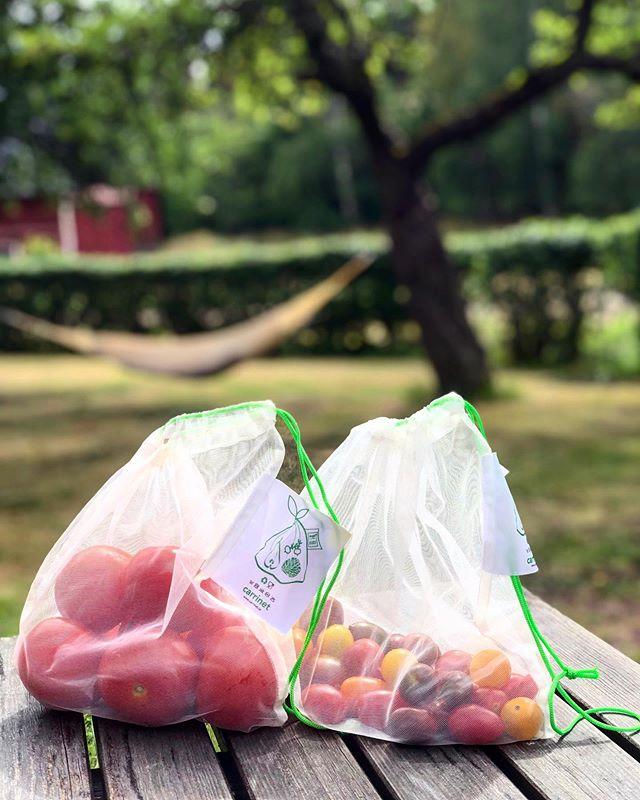 Lazy Summer Days ☀️🍅 #summer #plasticfreesummer #plasticfreejuly #notosingleuseplastic #plasticfreelifestyle #tomatoes #hammock #hängmatta #veggiebag #fruitbag #carrinet #veggio #lazysummerdays #fruitandveg #netbags