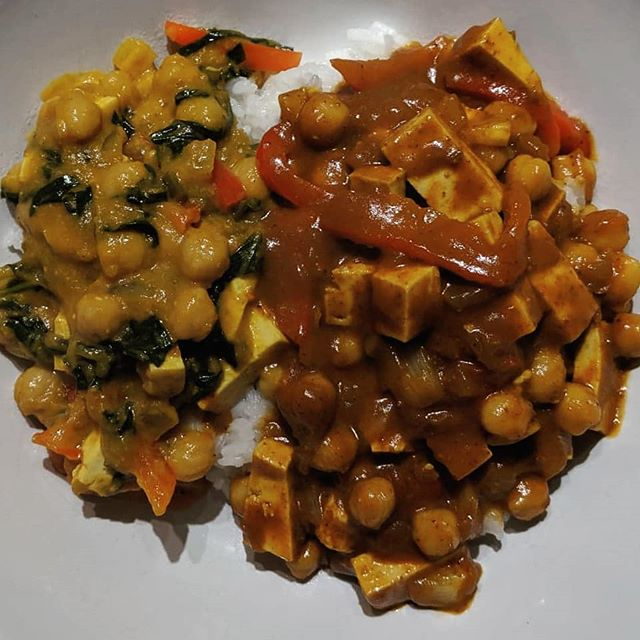 Meatless but high protein dinner! Organic non-GMO tofu and chickpeas served as the protein source. I added onion, red pepper, and spinach to the Indian sauces. Are you getting a good mix of protein sources? #protein #vegetarianprotein #meatlessdinner #indianfood #naturopathicmedicine #naturopathicdoctor #libertyvillagend #libertyvillage #toronto #torontond