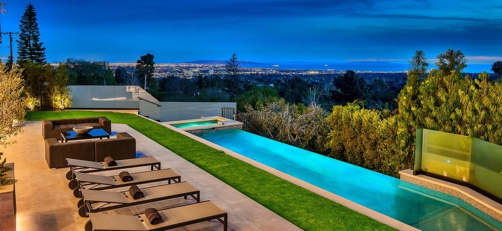 Modern Outdoor Living - SpaInfinity poolPatioOutdoor LivingDrivewayPrivacy planting