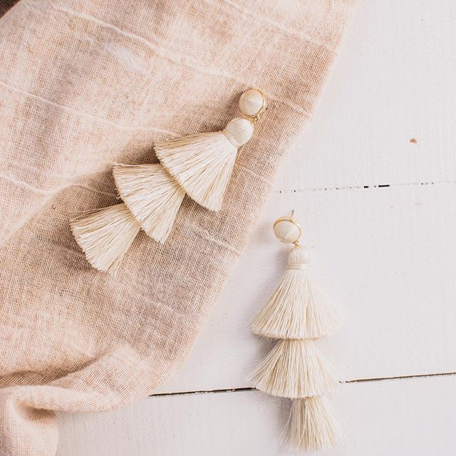 Always a sucker for neutrals and tassel earrings 😍. . . . #westvirginiaphotographer #ohiophotographer #pennsylvaniaphptographer #loveandwildhearts #nikkon #belovedstories #portraitphotography #darlingweekend #flashesofdelight #adventurephotographer #girlsofinstagram #pittsburghphotographer #wheelingphotographer #ohiovalleyphotographer #thelittlethingstheory #fashionphotography #photobugcommunity #lightroom #photooftheday #heckyapresets #whimsyandway #muchlove_ig #dirtybootsandmessyhair #dirtybootsmessyhair #chooseadventure #justgoshoot #midwestlovestories #adventurouslove