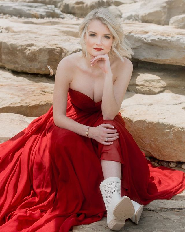 Lady in red 💃🏼.⠀ . . Model: Lilly Barickman @lillybarickman⠀ Hair and Makeup: @cirque_salon⠀ .⠀ .⠀ .⠀ #westvirginiaphotographer #ohiophotographer #pennsylvaniaphptographer #loveandwildhearts #nikkon #belovedstories #portraitphotography #darlingweekend #flashesofdelight #adventurephotographer #girlsofinstagram #pittsburghphotographer #wheelingphotographer #ohiovalleyphotographer #thelittlethingstheory #fashionphotography #photobugcommunity #lightroom #photooftheday #heckyapresets #whimsyandway #muchlove_ig #dirtybootsandmessyhair #dirtybootsmessyhair #chooseadventure #justgoshoot #midwestlovestories #adventurouslove