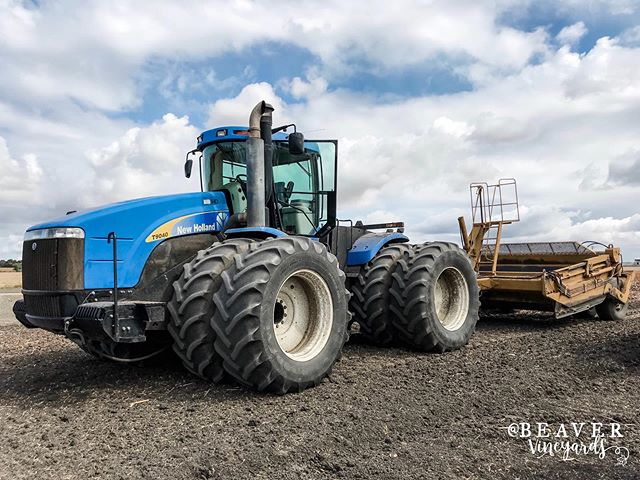 Remember to share the road! 🚜💨⁣ ⁣ We moved the big boys today and most people were on their best behavior. Most 😅 We're lucky because we're so big - accidents can still happen but it's pretty hard to miss us coming down the road. ⁣ ⁣ Remember to keep an eye out for tractors of all sizes, sometimes the smaller ones aren't as obvious until you're right in their tail. ⁣ ⁣ Thank you to everyone who is respectful of tractors of all sizes!⁣ ⁣ ⁣ ⁣ ⁣ #womeninag #farmher #womenwhofarm #countryliving #agvocate #iamamodernfarmer #farmerlifestyle #femalefarmer #thisiswomenswork #farming #minifarm #grainfarmer #californiaFarmsandranches ⁣ #farmer #farmersdaughter #smallfarm⁣ #afbfshare #cagrown #whyifarm #femalefarmerproject #californiafarmer #california #newholland⁣