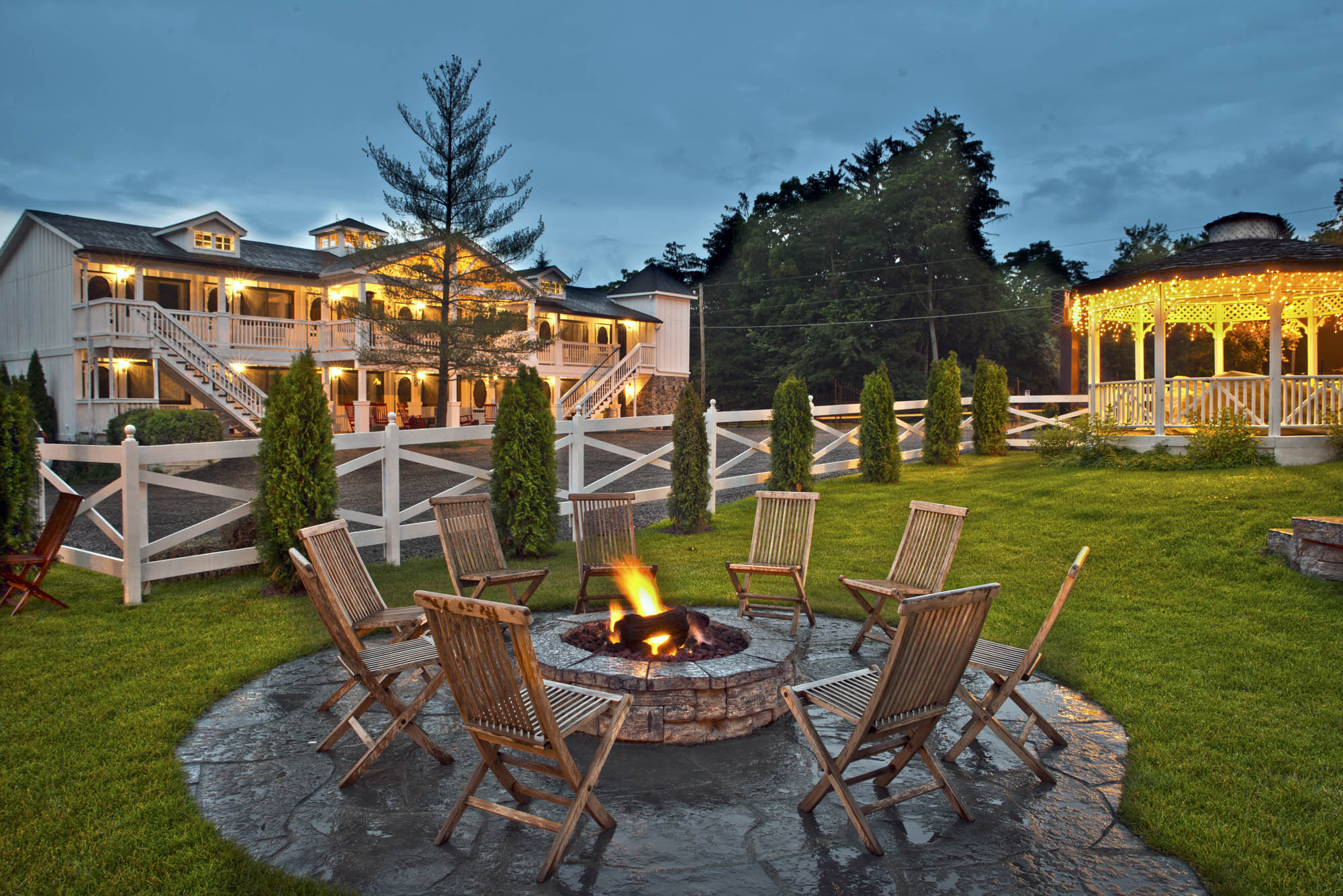 Maxwell Mansion Hotel 6 Exterior Mews Fire Lake Geneva Wisconsin 2.jpg