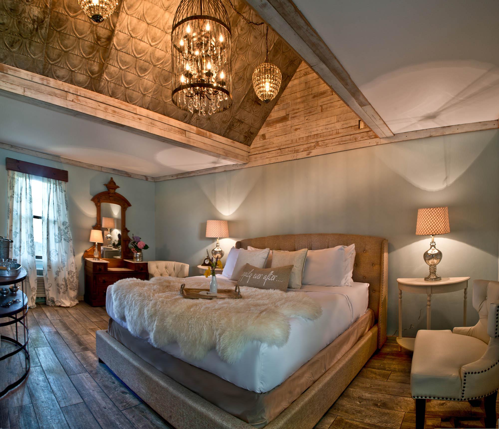 Maxwell Mansion Room Stable 2 Lake Geneva Wisconsin.jpg