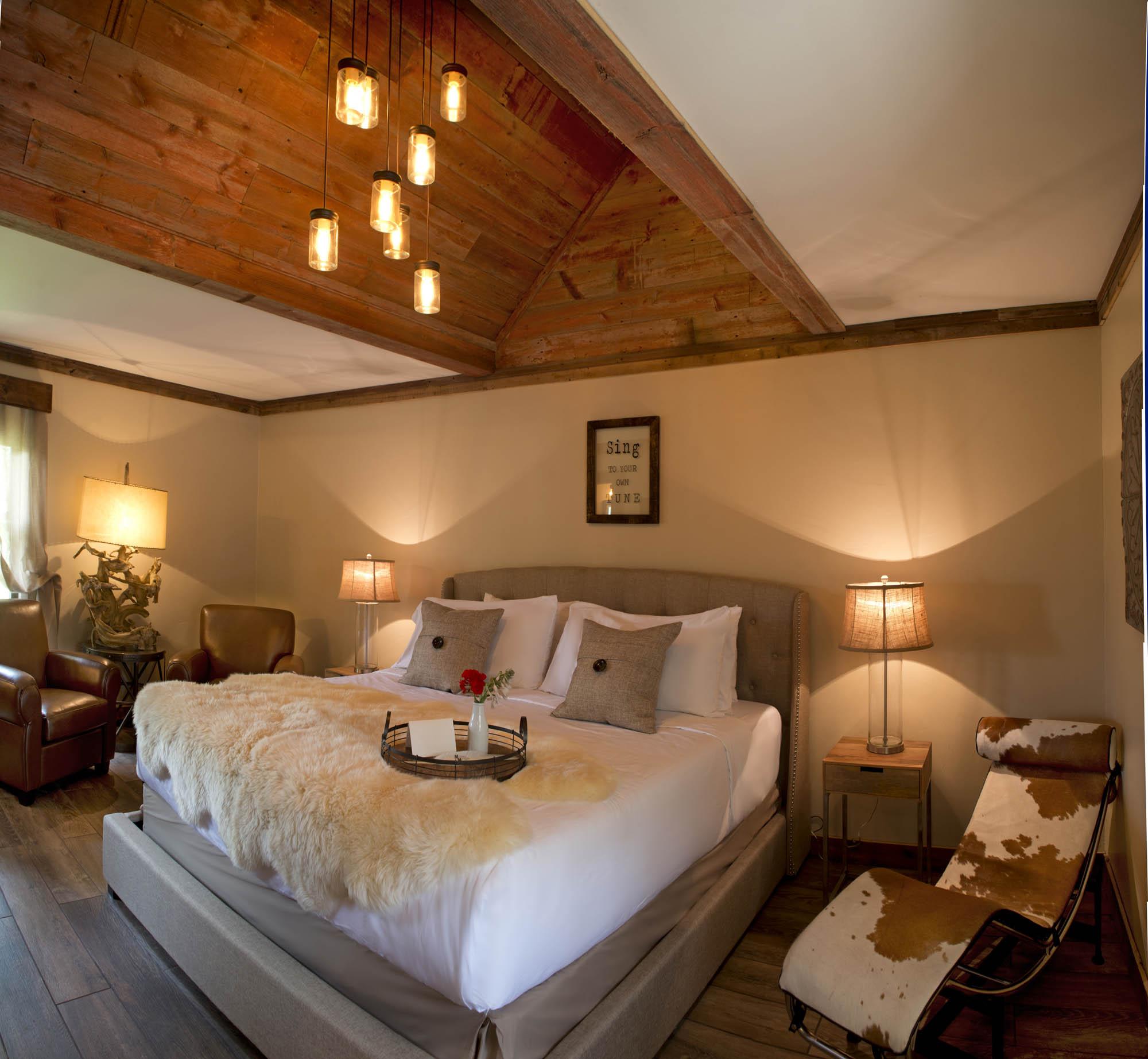 Maxwell Mansion Room Stable 6 Lake Geneva Wisconsin.jpg