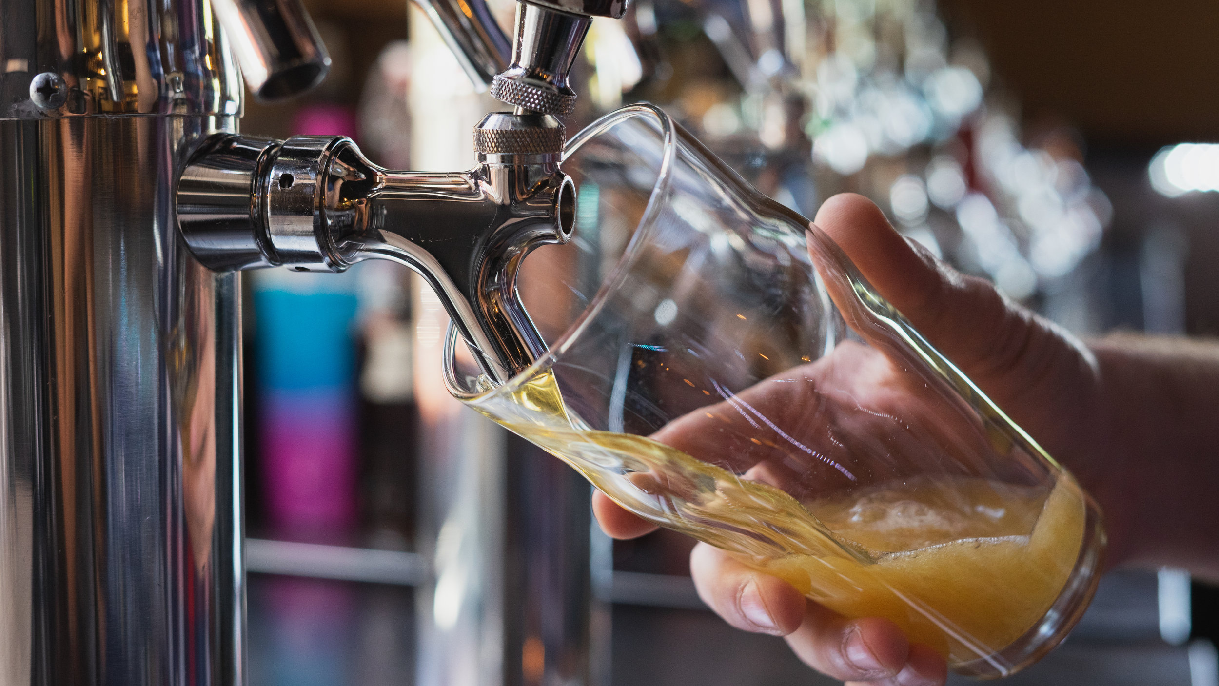 Bartender-pouring-a-beer-from-the-tap-998715732_6000x3376.jpg