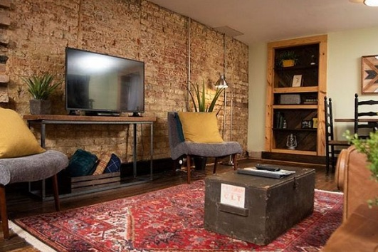 The Cocoon Historic Rustic Apt Close to Downtown - One of Lynchburg's oldest homes, a colonial built around 1820. With its rustic style, 200 year old exposed brick and unique vibe, this private apt we call