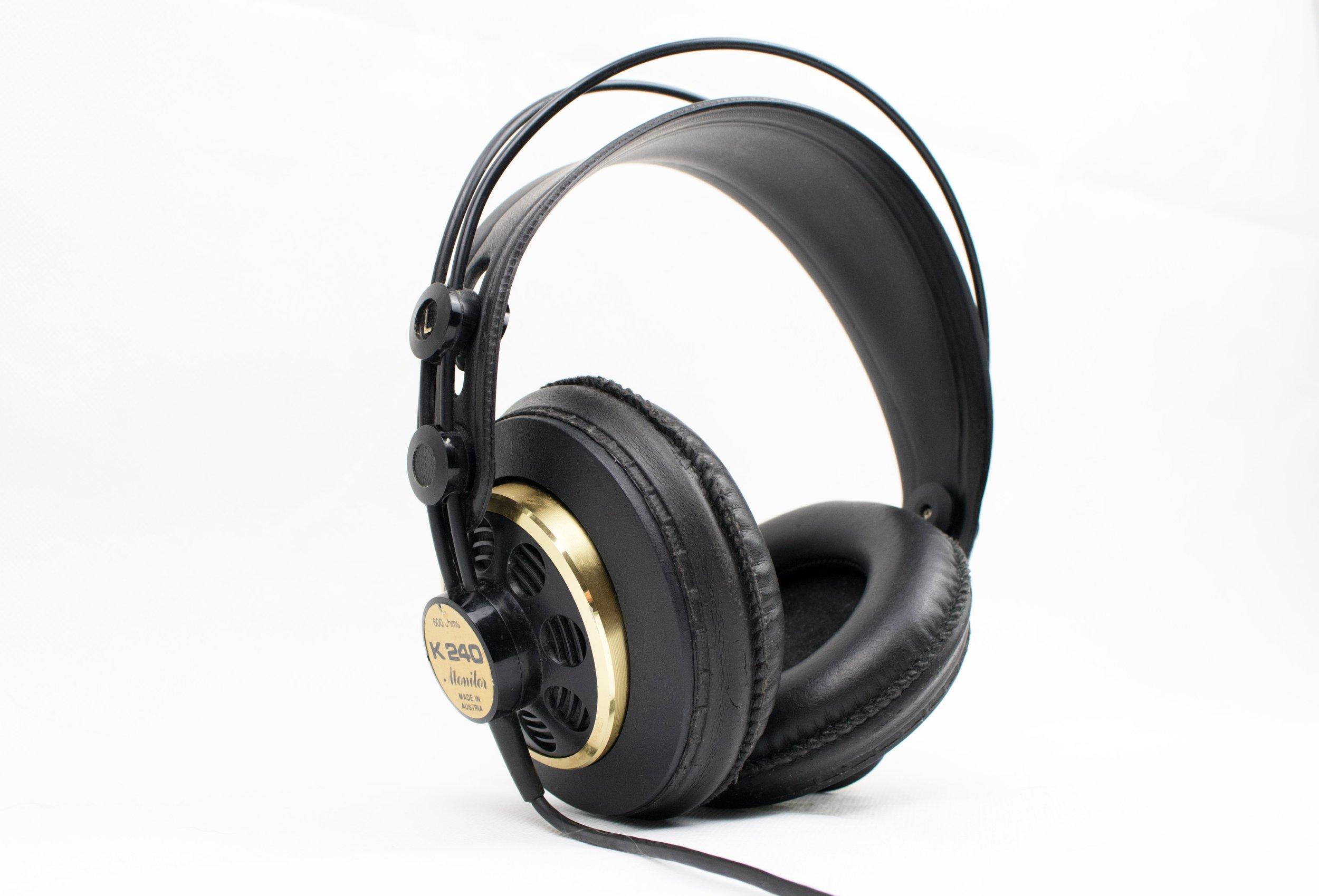 audio-electronics-headphones-205926.jpg