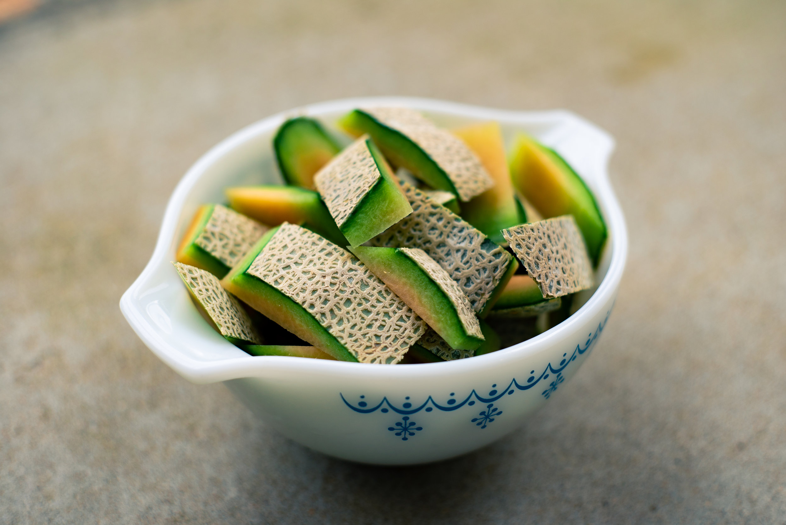 cantaloupes - More than 60 percent of conventional cantaloupe samples contained no detectable pesticide residues.Only about 10 percent of cantaloupe samples contained more than one pesticide residue.