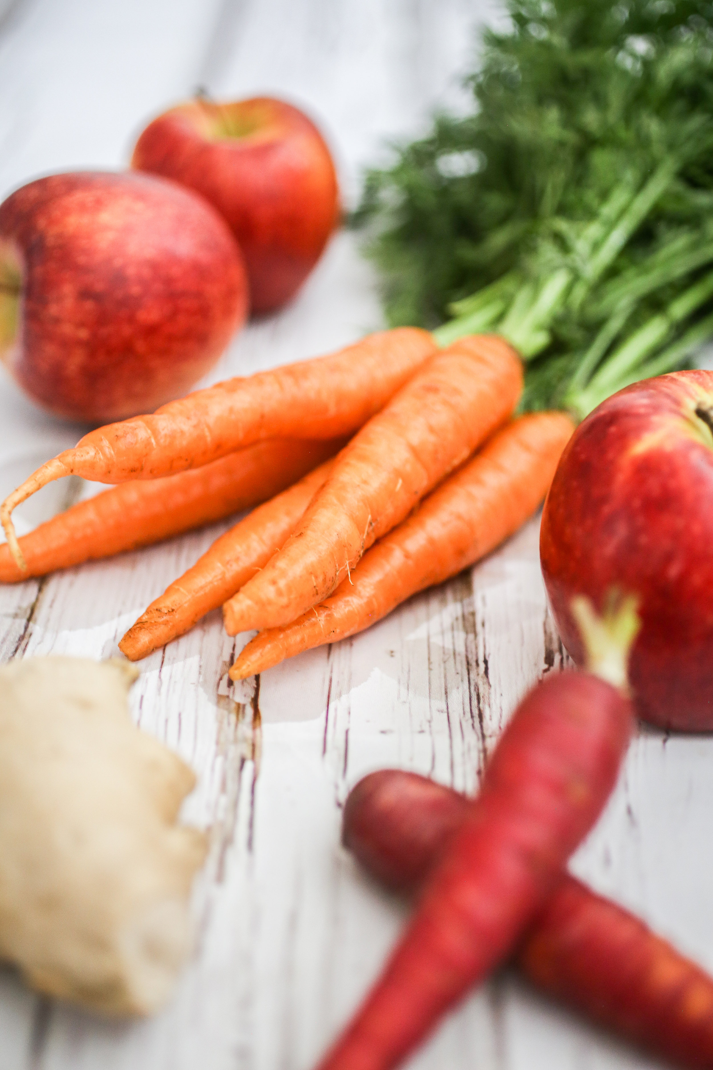 "- BASIC JUICE RECIPE:4-5 CARROTS (MED)1-2 STALKS CELERY1/2 BEET ROOT 1 GREEN APPLE (unpeeled)SMALL BUNCH DARK LEAFY GREENSABOUT 1/2"" OF GINGER ROOTA PIECE OF TURMERIC ROOT1 GARLIC POD"