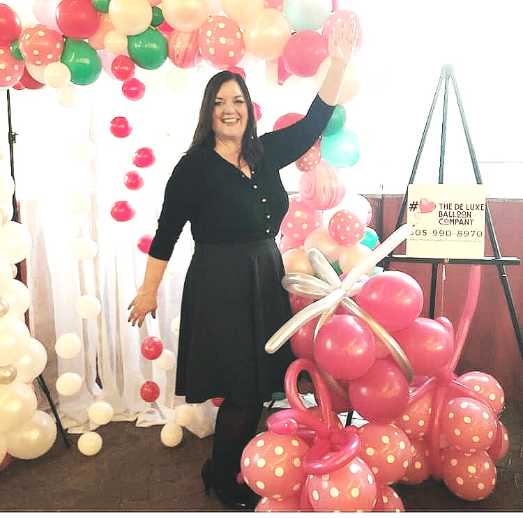 Monday, April 8, 2019Dakota PowellOwner of The DeLuxe Balloon Company - Listen on Spotify, SoundCloud & iTunesToday I talk with Dakota Powell of The DeLuxe Balloon Company about truly using your creativity to start and grow a business plus we chat about what it's like to be apart of the wedding industry, the evolution of balloons and decor, community over competition and her own experiences with being a bride herself.https://www.thedeluxeballooncompany.com/