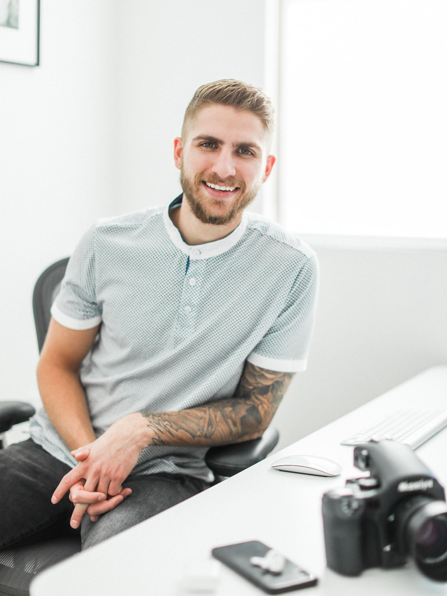 Monday, April 15, 2019Lucas RossiOwner of Lucas Rossi Photography - Listen on Spotify, SoundCloud & iTunesDo you struggle with finding your value? Finding value and that sweet pricing spot within your business can be super difficult. Today I chat with Lucas of Lucas Rossi Photography for a brilliant conversation. Lucas Rossi is a Luxury Wedding, Portrait Photographer with over 10 years in the industry, Lucas' raw talent for photography has made him stand out, but its his passion for running his business, competitive spirit and generous soul that has made him successful.https://lucasrossiphotography.com/