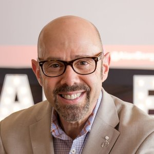 Wednesday, June 5, 2019Alan Berg - Alan is an international speaker, Author, Wedding Business Consultant And Sales Guru!! Alan discusses some of the main principles of success within your business. If you're in the Wedding Industry, this is a podcast you'll want to listen to! Remember to subscribe on SoundCloud, Spotify or ITunes!!https://alanberg.com/about-me-3/