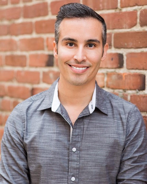 Wednesday, August 28, 2019The Menswear Fashion World with Eric Acuna - On this podcast interview, I speak with the amazing Eric Acuna of Friar Tux, about the current and on trend world of Menswear. Eric shares his insight on the ever changing industry. Plus he explains the opportunity for Wedding Vendors to partner with Friar Tux for both extra income for them and exceptional experiences for their clients!https://www.friartux.com/