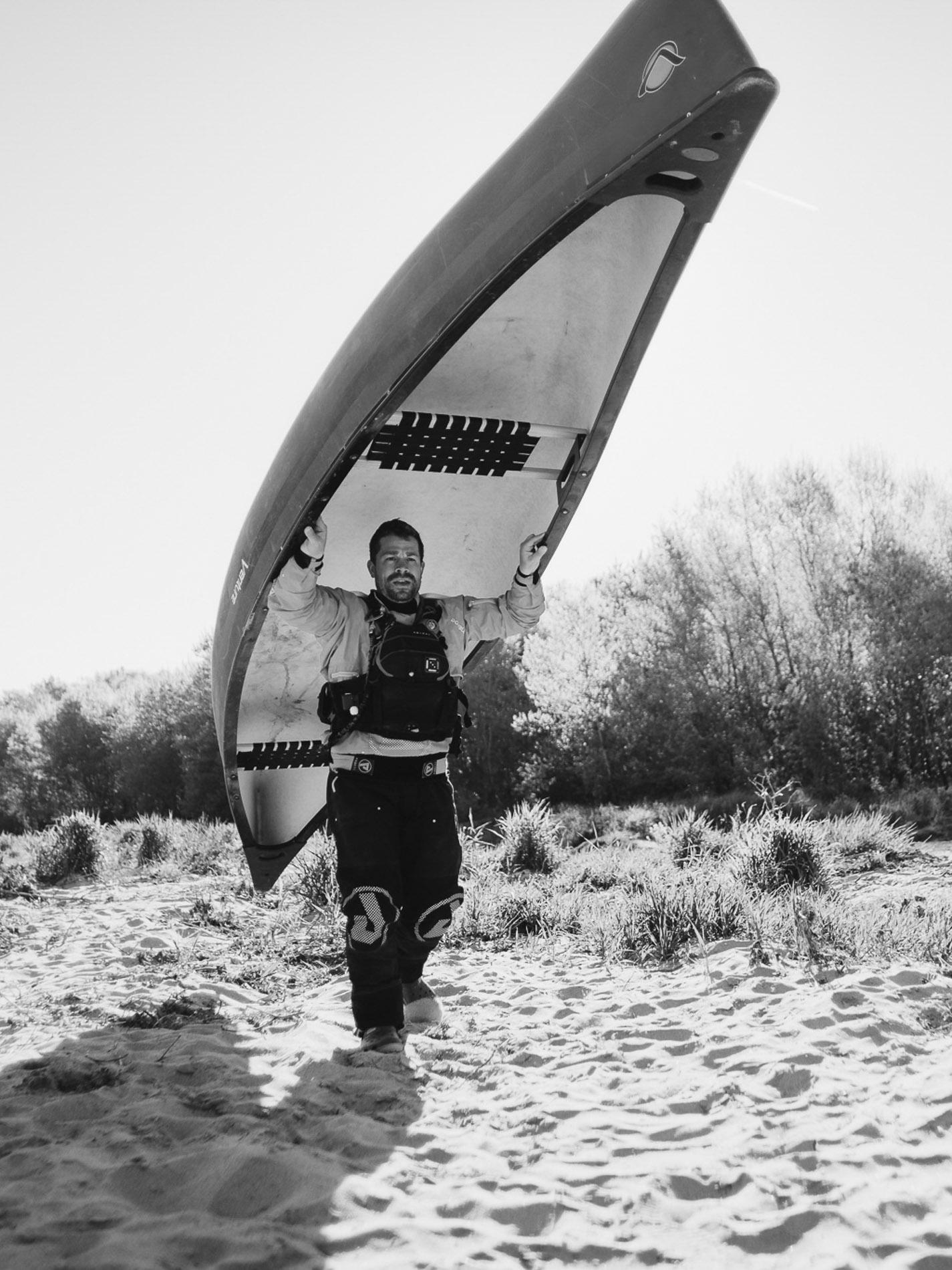 Outside on the rivers ≈ Ecole de canoë - La rivière est notre terrain de jeu et nos canoës notre moyen de déplacement. Nous aimons errer en pleine nature et partager notre passion pour l'aventure, le grand air et les nuits en bivouac.Nos véhiculons nos valeurs et notre engagement pour le développement du canoë camping en France.Quels que soient votre profil et vos attentes, l'école de canoë Outside on the rivers de Destination H2o est une garantie de satisfaction dans les meilleures conditions.