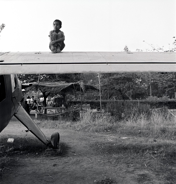 boyonplane2.jpg