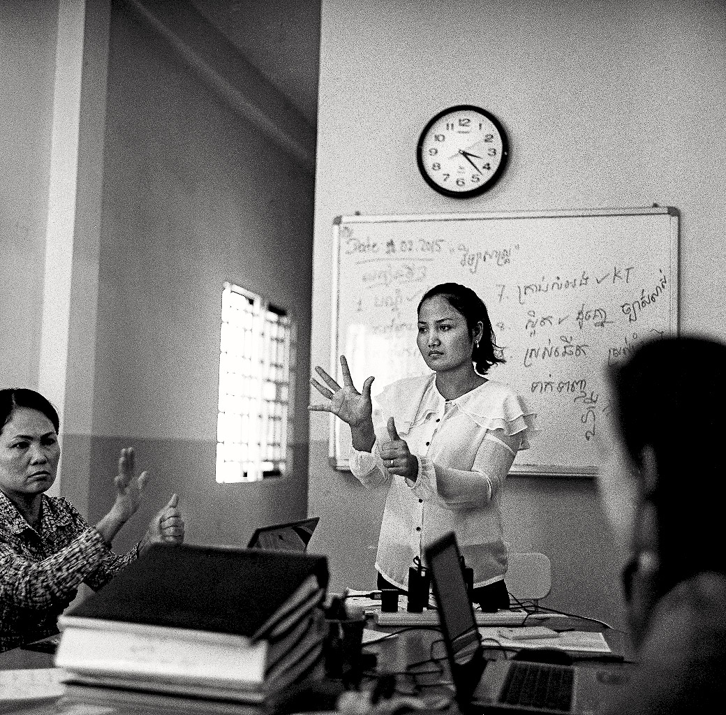 Korn Maly is hearing and has worked as an interpreter for seven years.  She started working on the research for Cambodian Sign Language in 2014 as the coordinator for the CSL committee.  She now serves as the interpreting project manager.