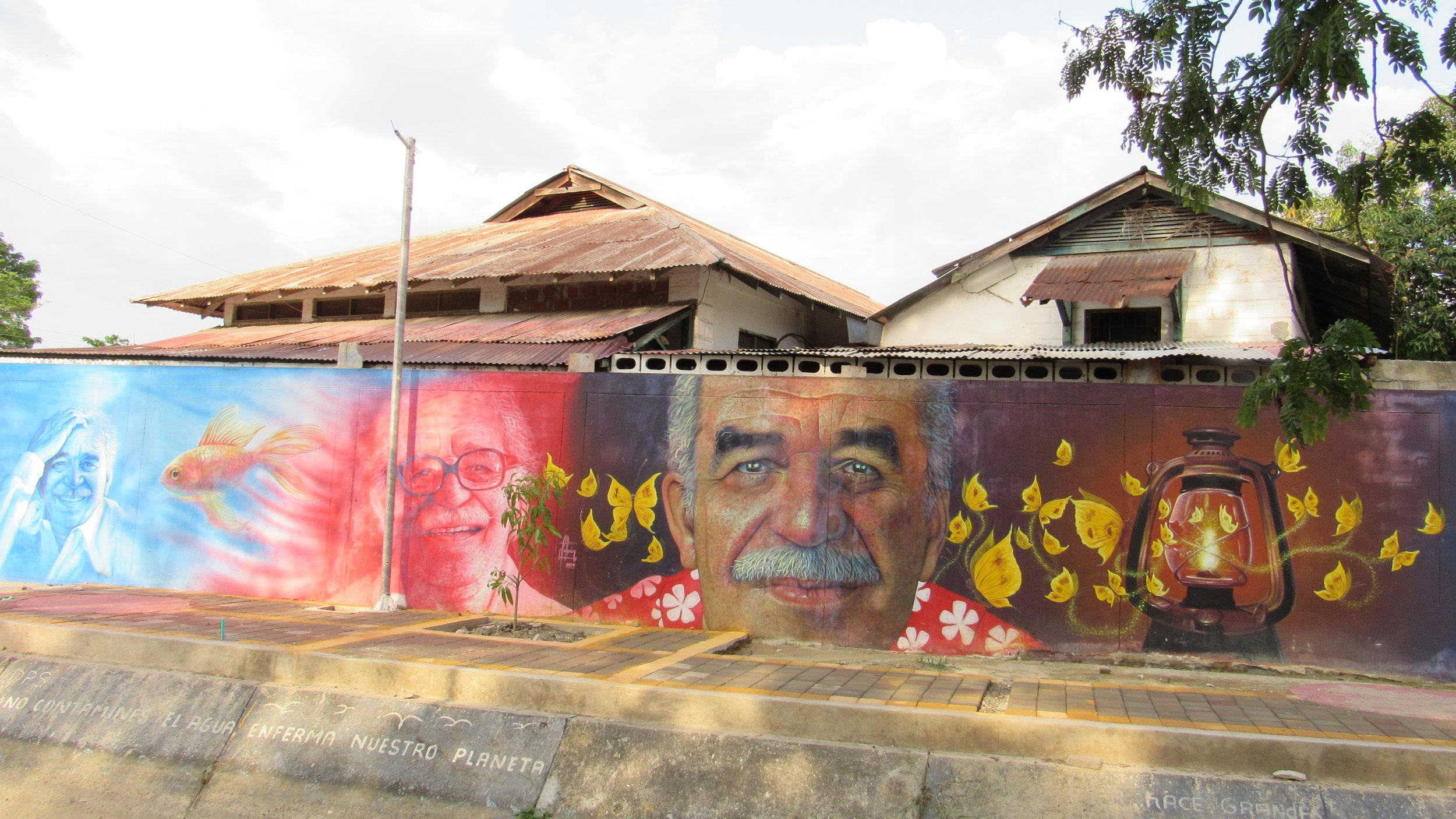 Murals along the canal, with the old banana plantation housing for the Americans on the other side