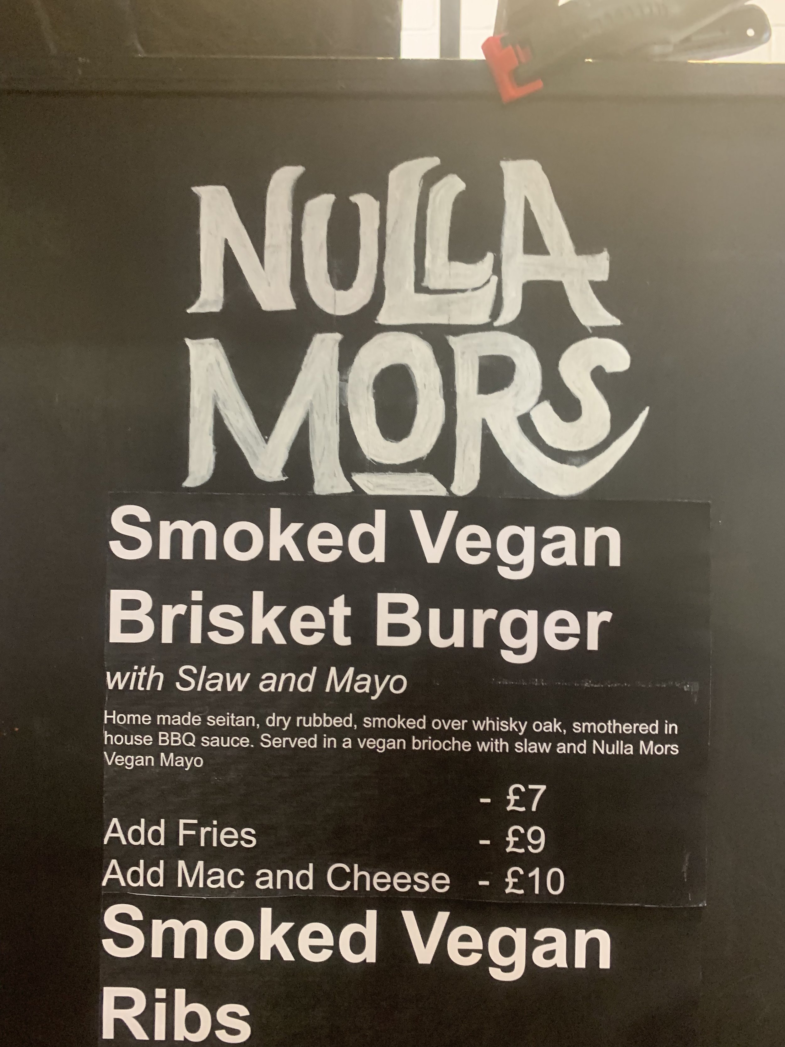 One smoked vegan brisket burger with mac and cheese please!