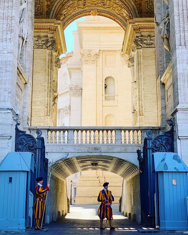 Day 93/130 (3): Vatican City Guards got style ⚔️👨‍✈️🌈 #Travel #Europe #Italy #Vatican #Latergram