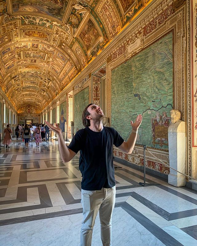 Day 93/130: Exploring the world's smallest country, #Vatican City. It's 0.44 sq kms and packed full of some of the most amazing artwork, sculptures and artifacts 🤩🖼✝️ #Travel #Europe #Italy #Latergram