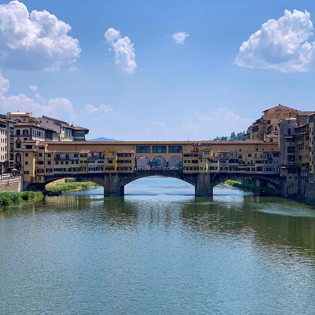 Day 99/130 (2): Ponte Vecchio in #Florence has been destroyed at least twice, but the version we see standing here is almost 700 years old. And along the bridge today you'll find some of the city's most packed Jewelery stores 💍🌁👑 #Teavrl #Europe #Italy #Latergram