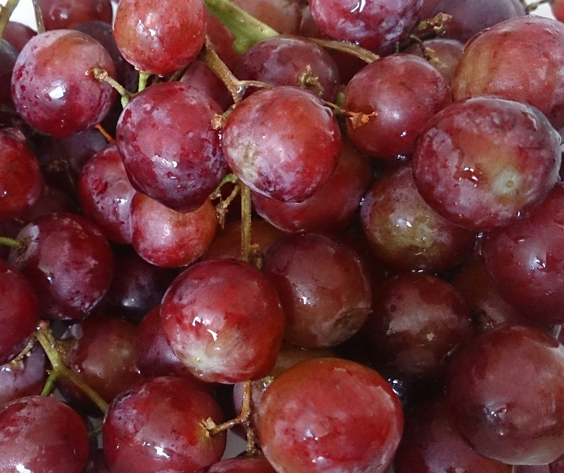 red grapes.jpg