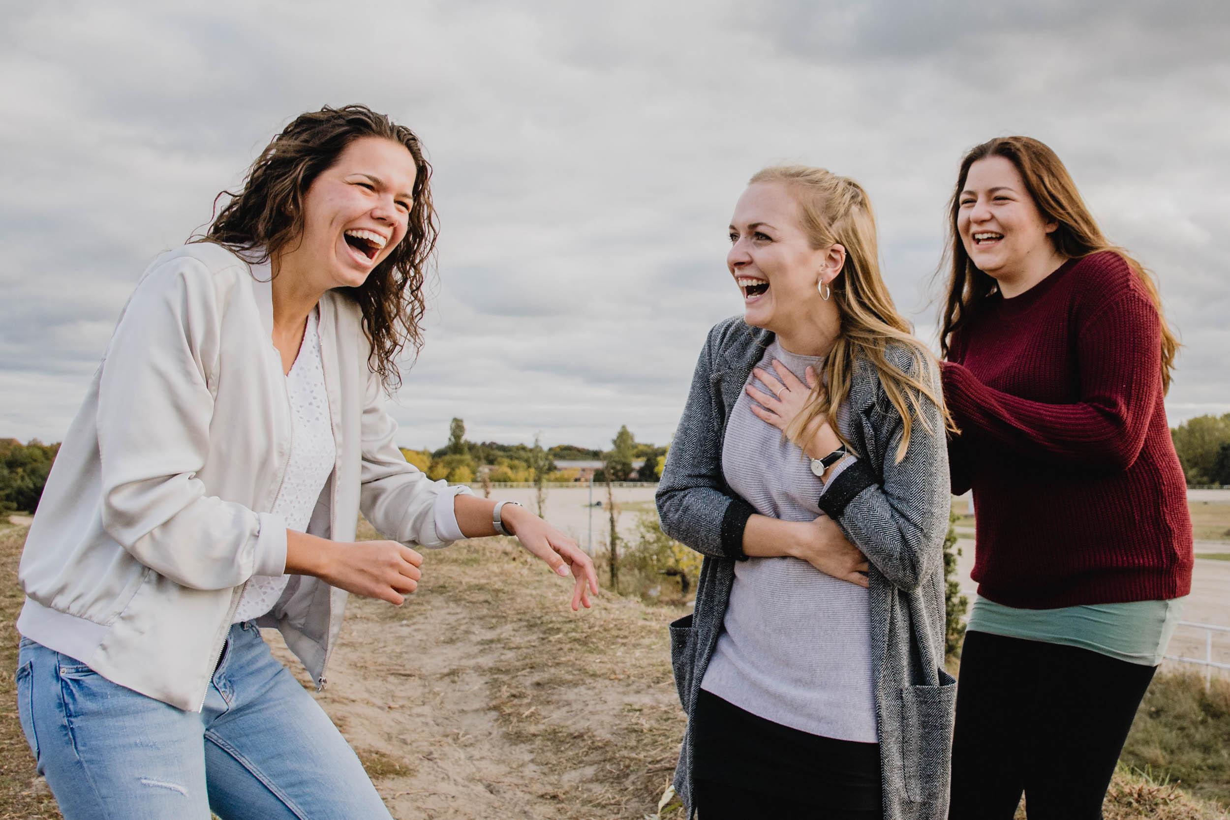 Karlshorst-Mädels-Shooting-junge-Frauen-erschrecken-pure-Emotionen.jpg