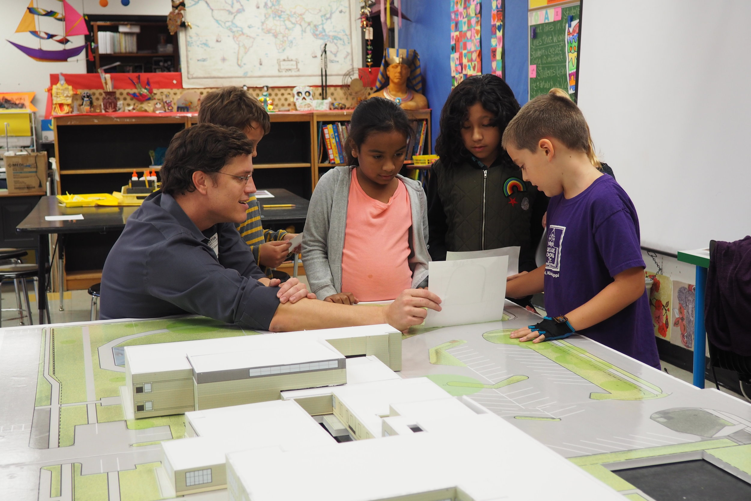 Volunteer Architect, Leland Ulmer, works with a group of Blackshear students to analyze their selected site and discuss existing conditions.