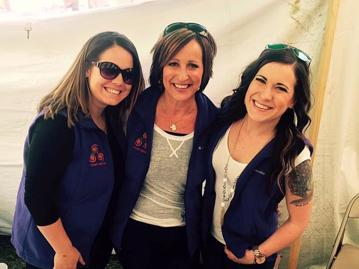 3 Texans Winery owner Kim Langston with her daughters
