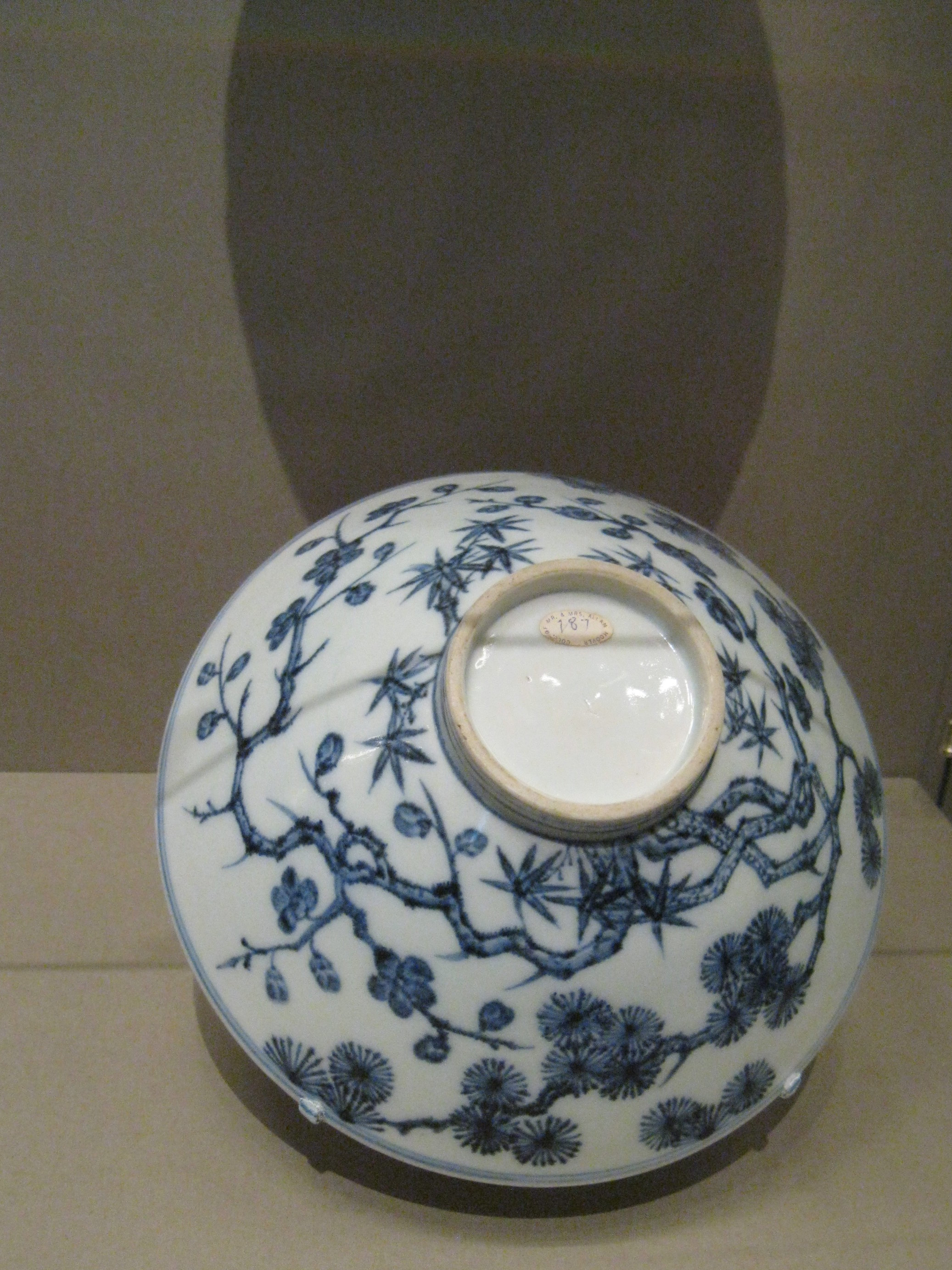 Bowl with the three friends of Winter ( Plum, Bamboo, Pine) circa 1426-1435