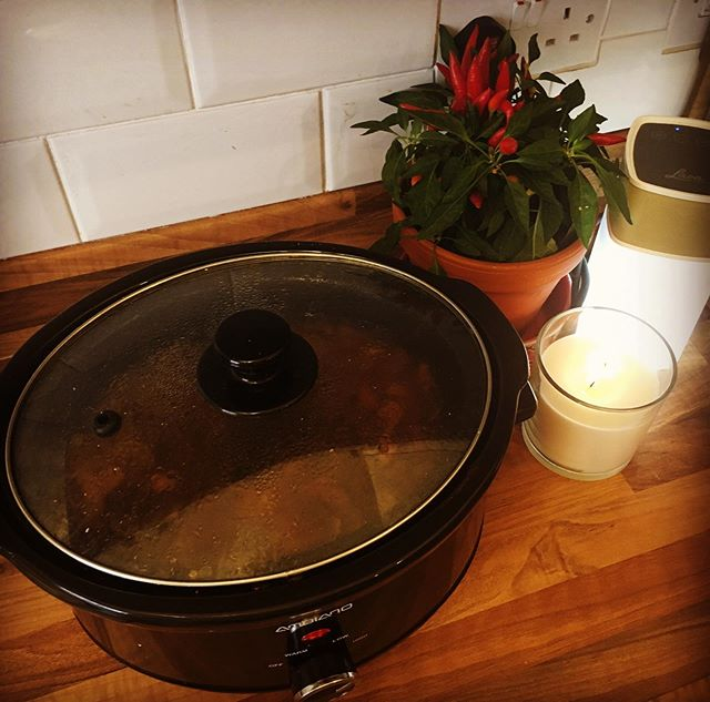 Making mind space. Mindful cooking. Slow cooking. Finding stillness and letting life just flow. Mindfulness isn't just about sitting in stillness it's bringing stillness into your everyday existence so that you may actually feel your life. Mushroom and barley soup courtesy of @thehappypear in the slow cooker to the soundtrack of Phillip Pullman being interviewed by @cerys6music. #plantbased #sundayvibes #bliss #makemindspace
