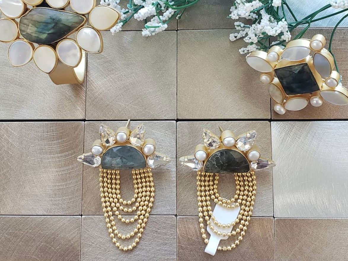 The Bauble Shop - Handcrafted gold-plated jewelry made with high quality semi-precious stones.